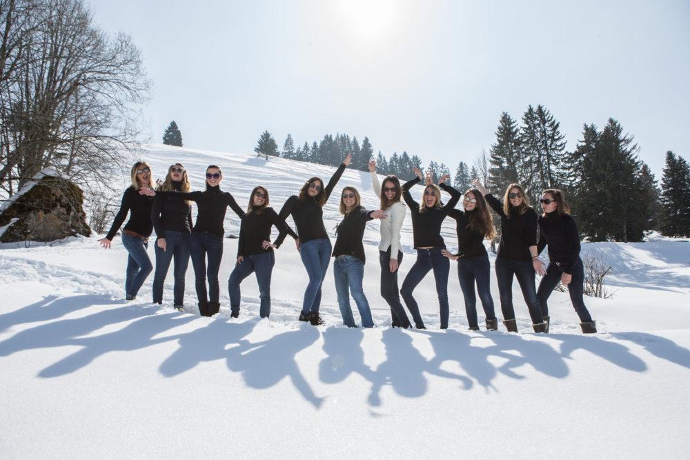 photo EVJF dans la neige de la Clusaz