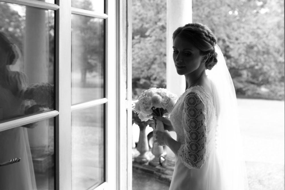 photo spontanée de la mariée avant de partir