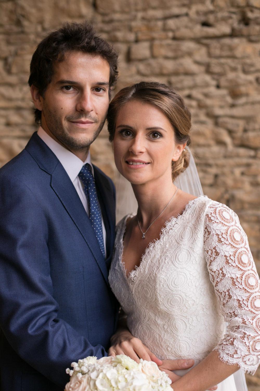 Les mariés au château de Janzé lors d'un mariage sous la pluie