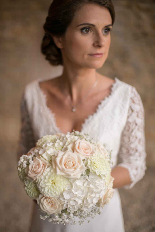 photo de mariée romantique au château de Janzé
