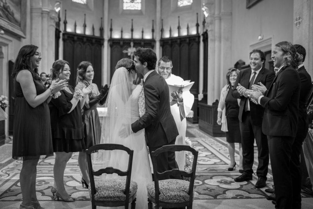 les mariés et leurs témoins à l'église de chazay d'azergues
