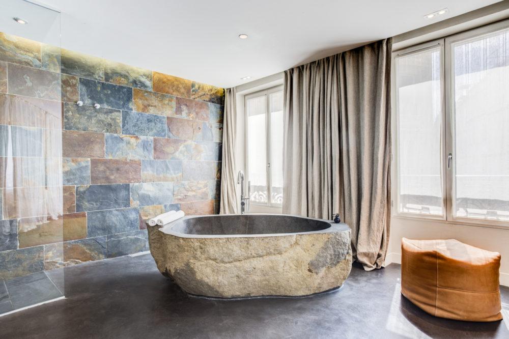 baignoire chambre 208 hôtel Hidden Paris