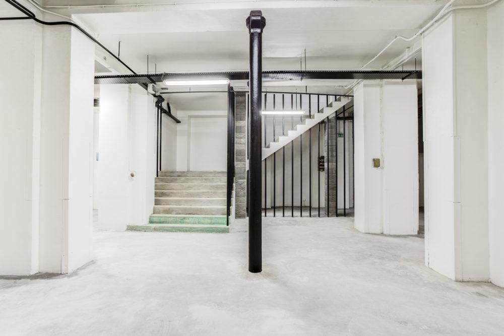 escalier depuis le sous sol de l'imprimerie