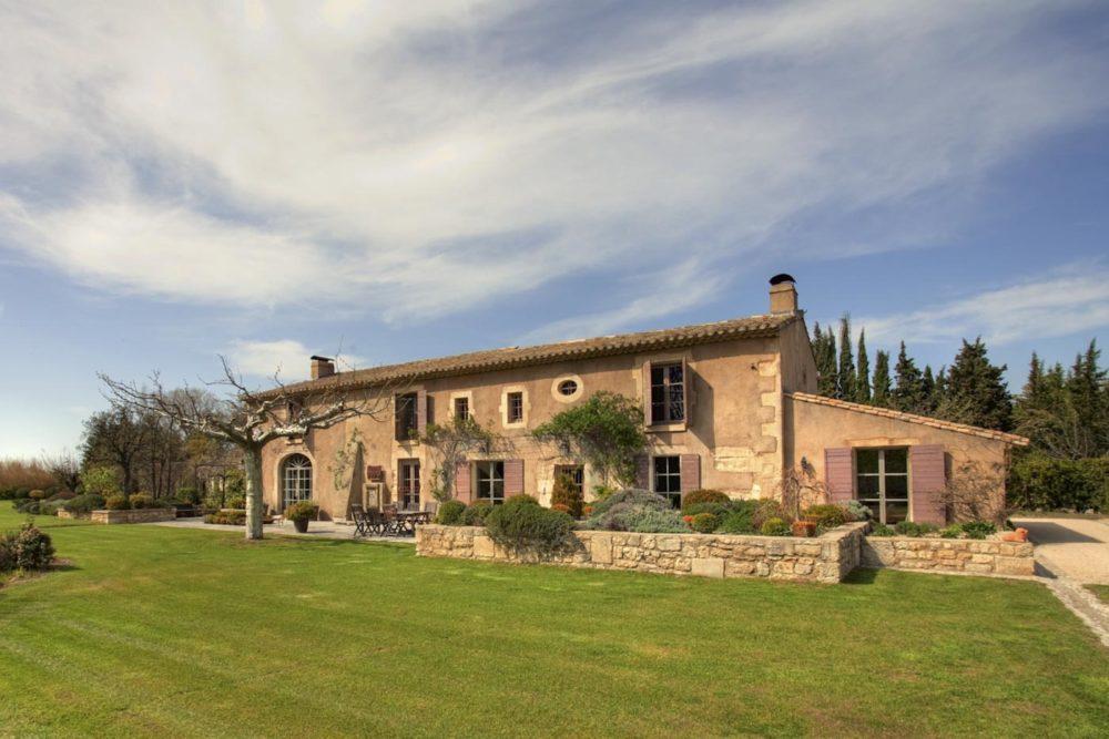 Façade côté jardin MAs real Estate St rémy de Provence