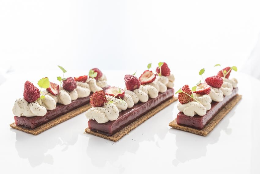pack shot culinaire dessert fraisier de Nicolas Bacheyre pour un dimanche à Paris