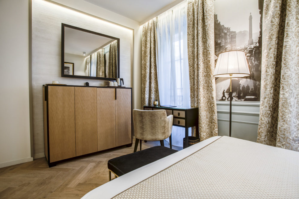 décoration et ameublement d'une chambre supérieure de l'hôtel royal saint honoré