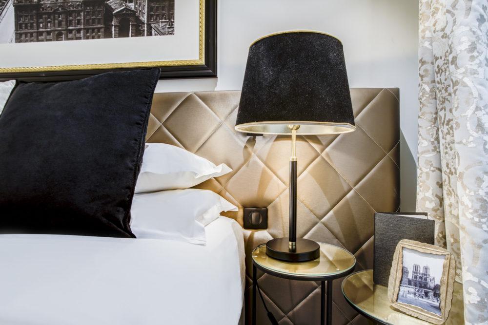 détail chambre hôtel royal st honoré