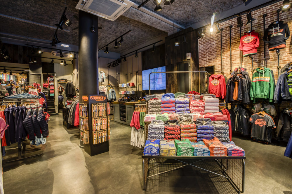 photo intérieur magasin superdry Lyon 2