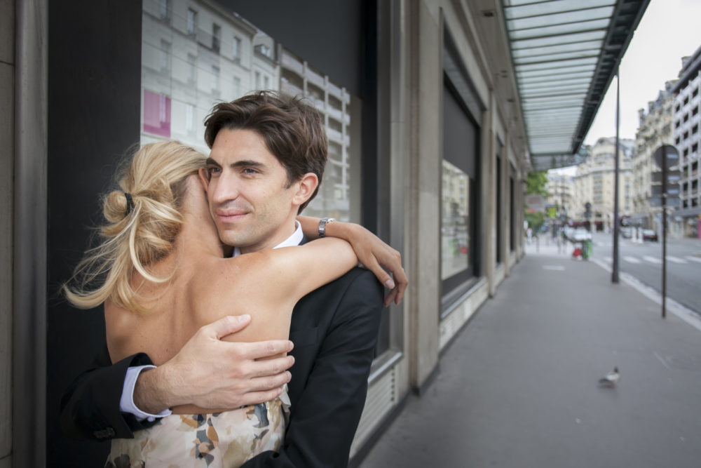 photo de couple devant le bon marché rive gauche