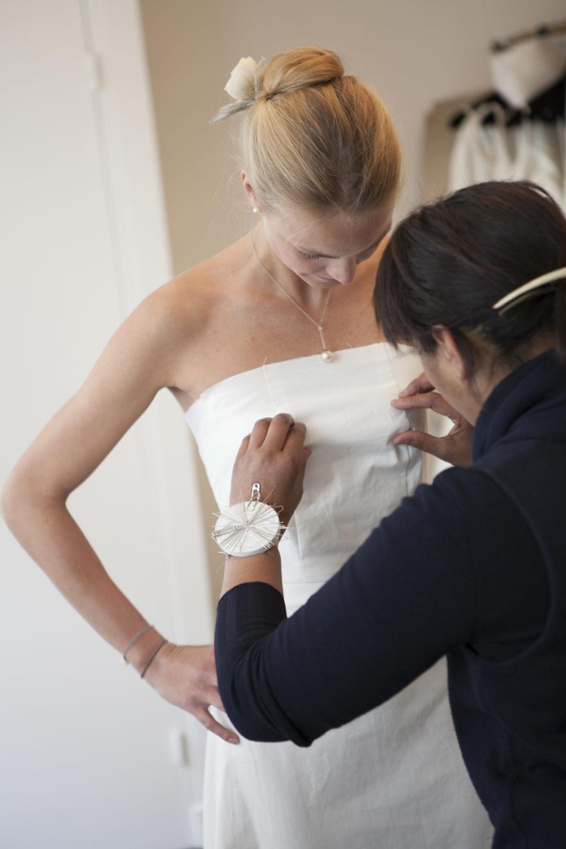 Essayage robe de mariée Reinaldo Alvarez styliste de robe de mariée