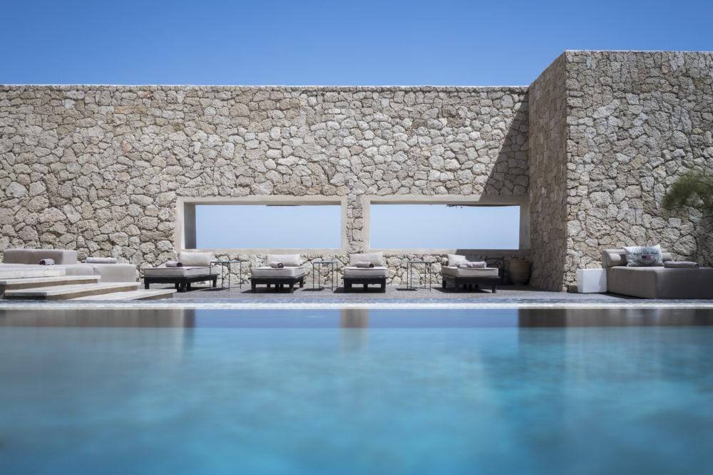 vue de la piscine sur le lagon
