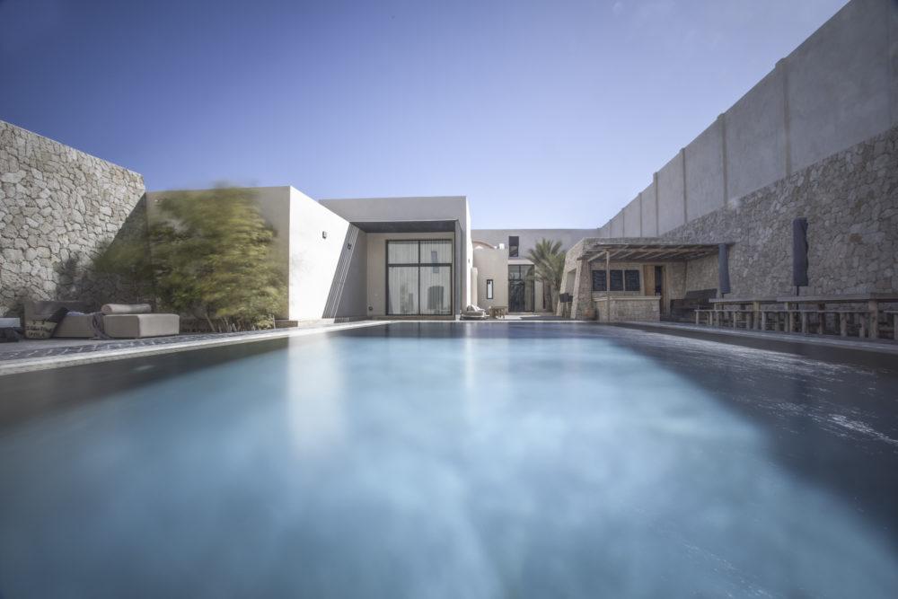 Vue de la piscine du Palais Rhoul Dakhla