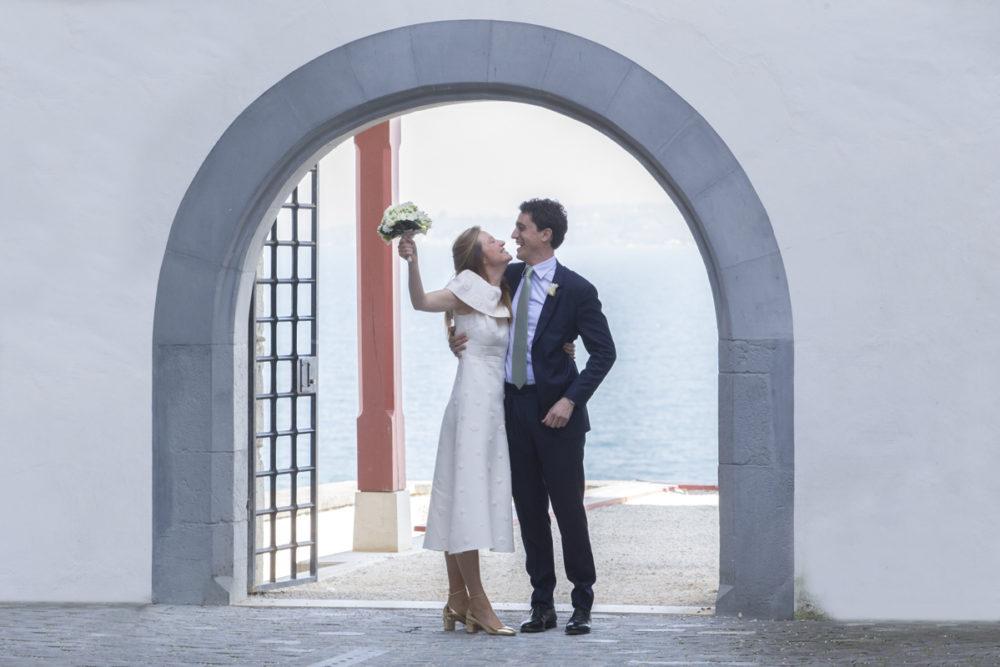 Couple de mariés au ch^teau de Nyon Suisse