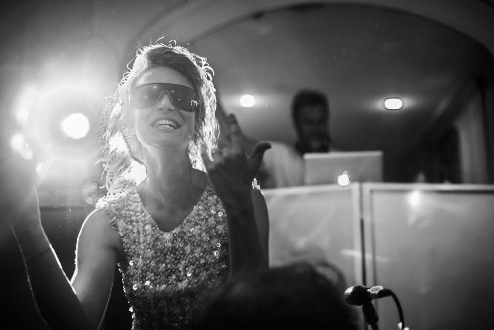 photo de la mariée durant la fête