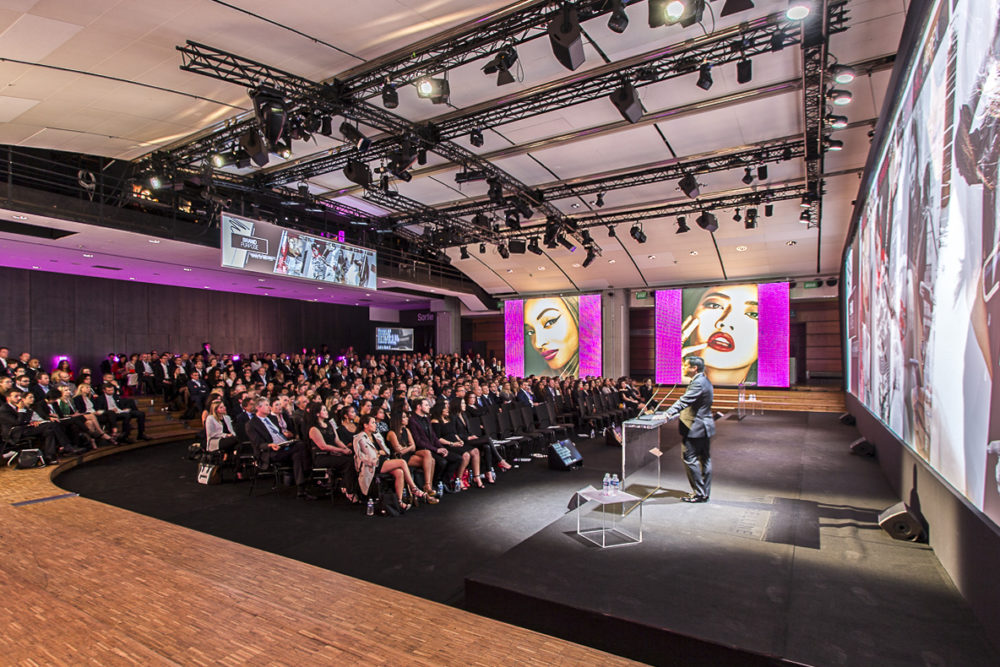 Photo évènementiel plénière maybeline New-York